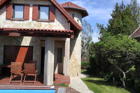 Fantastic Chalet at Lake Balaton - Balatonudvari - Huis