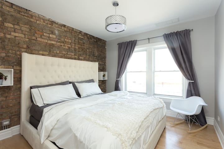 Sleep well in this calm and beautiful bedroom