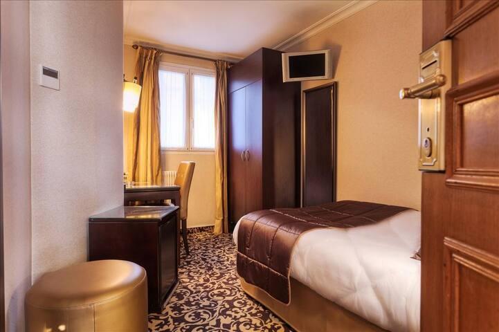 Chambre confortable en plein cœur de Paris