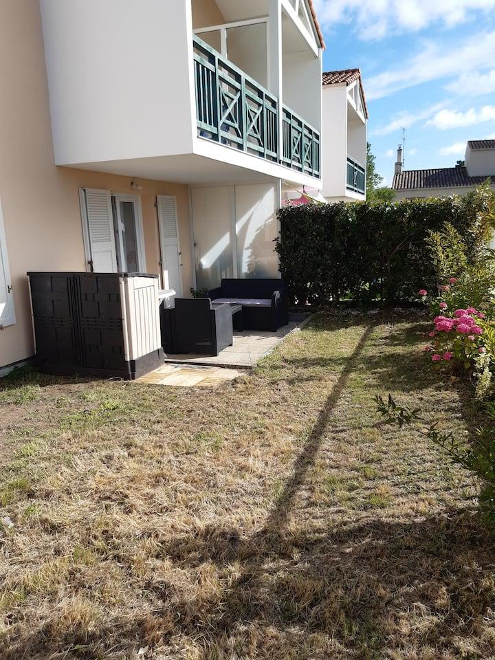 Appartement avec terrasse et jardinet