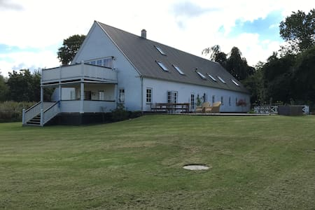 Beautiful mansion with stunning ocean view on Ærø. - Søby Ærø - Cabin