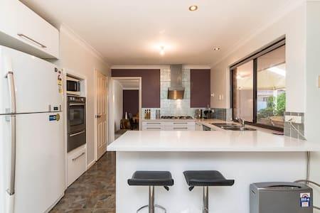 Beautiful house in strategic location - Willetton