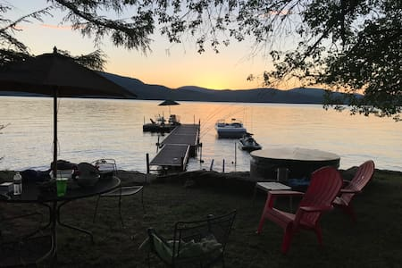Adirondack Lakeside Camp with great views & Hottub