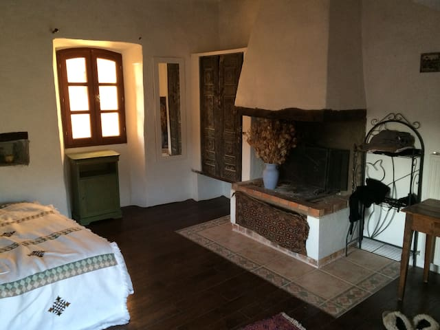 The master bedroom (gives unto the terrace through bay window)