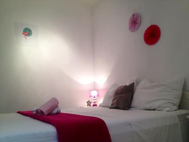 Cosy room in the heart of Bol - Bol - Casa