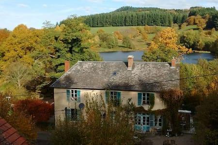 A l'etang d'Yonne  - La Chambre de Maître - Morvan - Arleuf - Bed & Breakfast