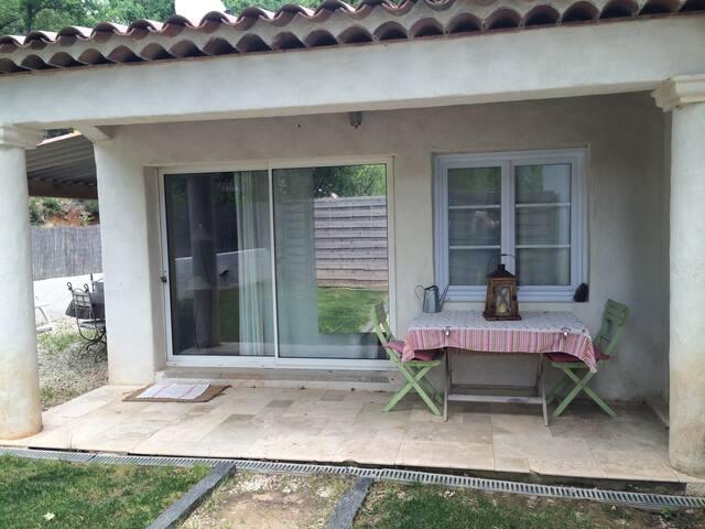 Beau studio avec jacuzzi et jardin - Lorgues - Apartment