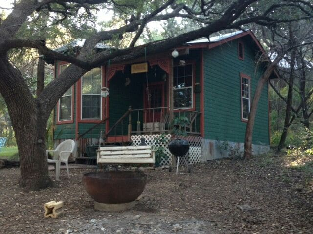Charming Victorian Cottage sleeps 4 - Marble Falls - Cabin