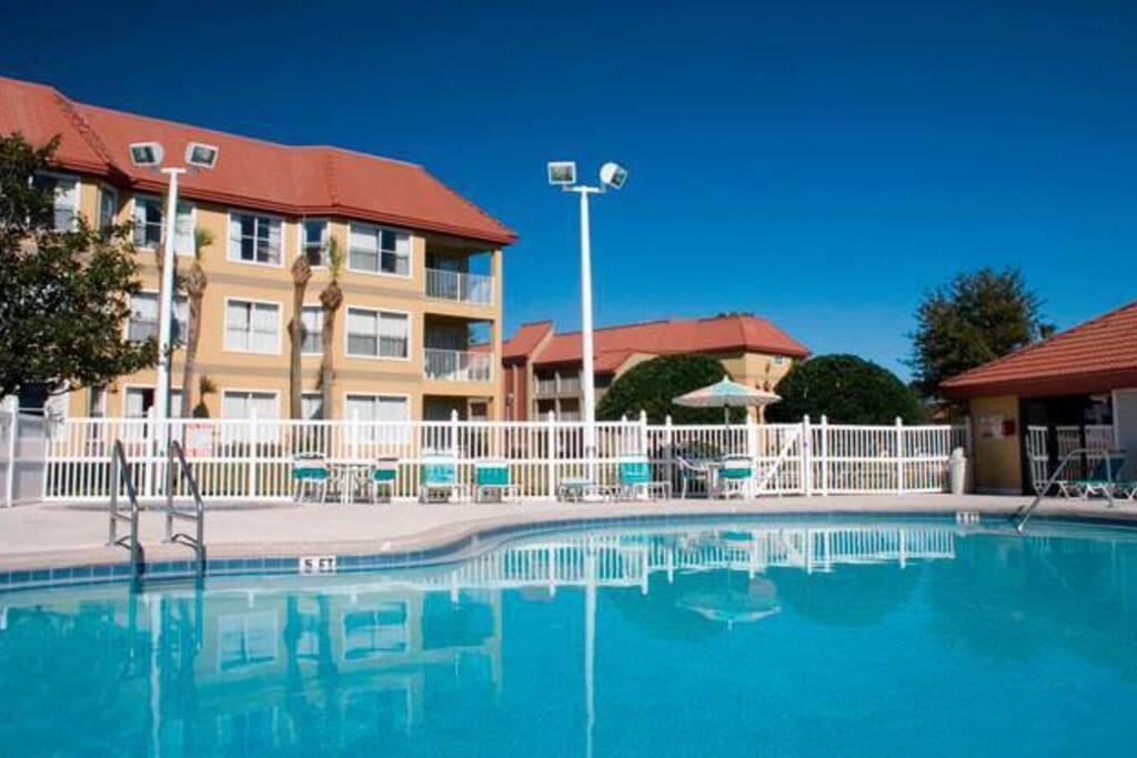 Se cuenta con una piscina, para los huéspedes.
