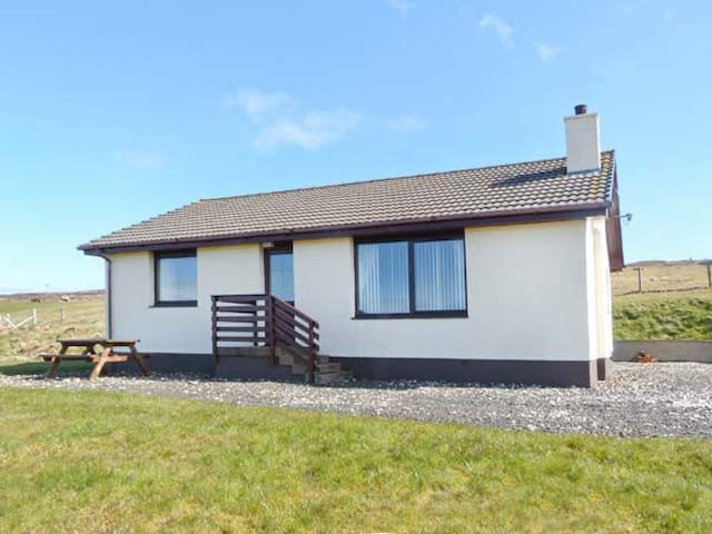 ARDMORE, family friendly, with open fire in Dunvegan, Ref 18639