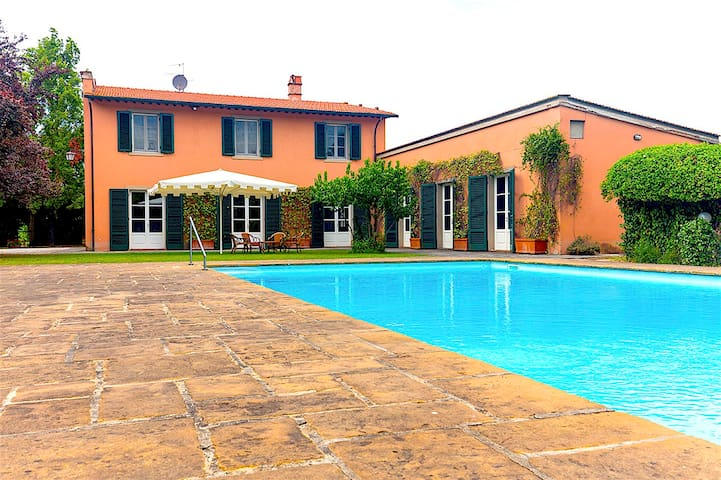 Charming Villa with pool in the heart of Tuscany - Bientina - Villa