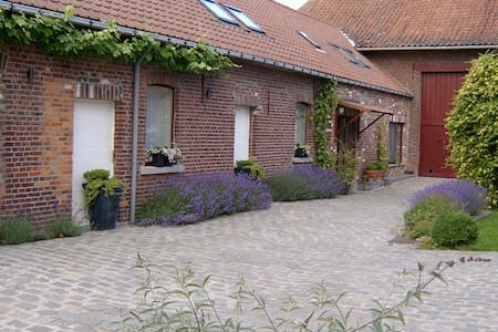 Charming, countryside, 20 min to Brussels - Ninove - Bed & Breakfast