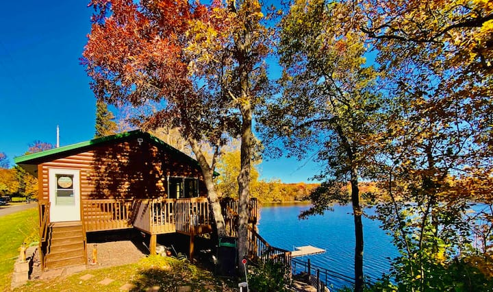 Spacious & Charming Lakefront Cabin