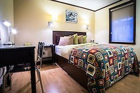 Modern Urban Oasis Historic Distict - Juneau - Boutique hotel