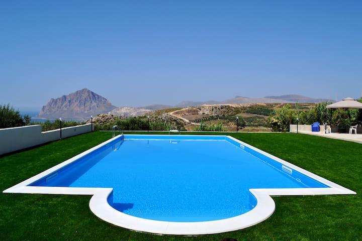 Elegante villa immersa nel verde - Valderice - Bed & Breakfast