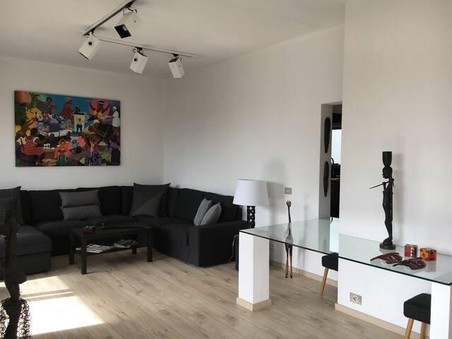 Bright, sunny, quiet top floor apartment in Uccle