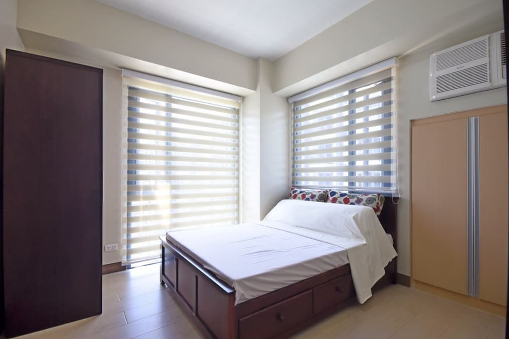 Spacious airconditioned bedroom.