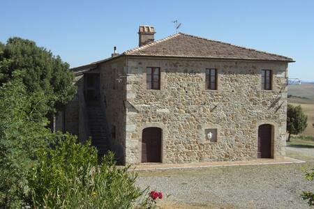 Corrado podere in Val d'Orcia - San Quirico - Haus