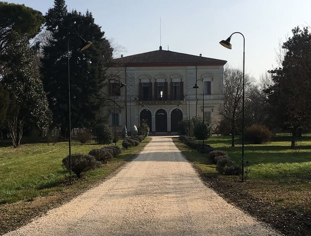 Historic villa surrounded by the trees - Ravenna - Villa