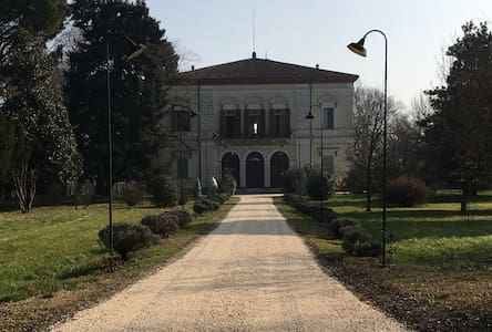 Historic villa surrounded by the trees - Ravenna - Huvila