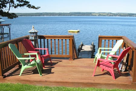 Gorgeous Seneca Lakefront Cottage - Romulus