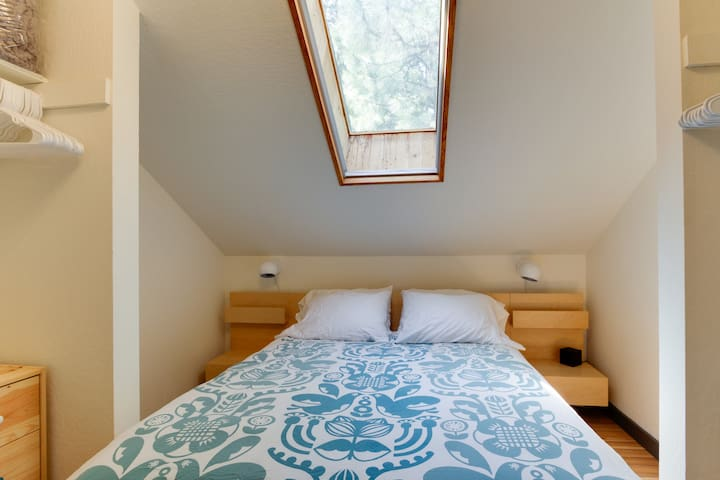 A skylight above the queen pillow-top bed allows for plenty of natural light. The skylight blind can also be closed.
