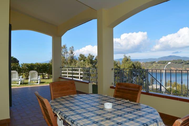 Villa Pareti.Exclusive garden.Sea view apartment. - Capoliveri - Apartment
