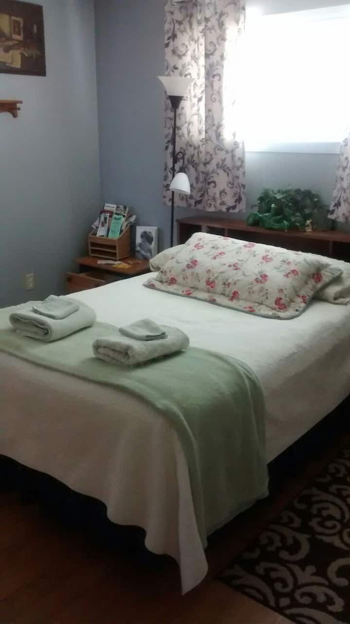 Master Bedroom, Private Entrance, Central Coast!