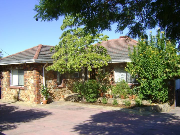 Lovely home close to airport & city