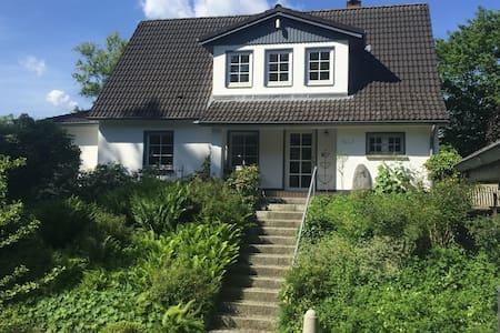 Idyllisches Ferienhaus in der Kurstadt Mölln! - Mölln - Casa