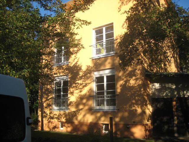ruhiges Zimmer in Pankow/ Prenzlauer Berg - กรุงเบอร์ลิน - บ้าน