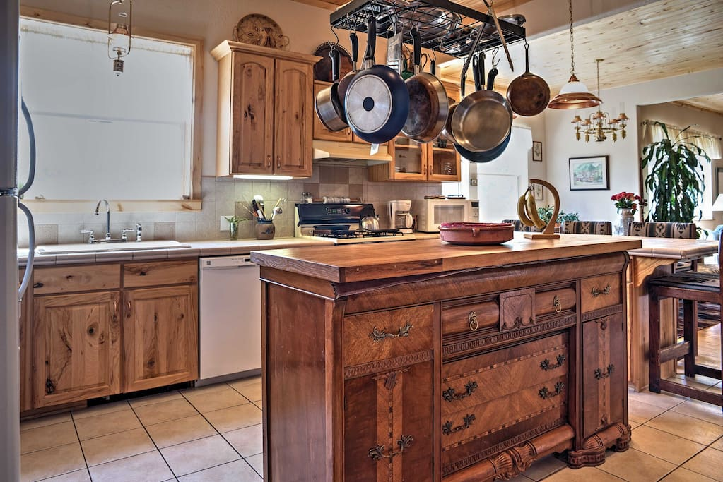 The chef in your group can look forward to this fully equipped kitchen.