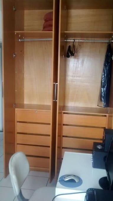 Guarda-roupas do quarto
