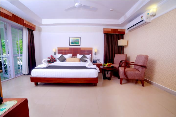 Contour Backwater Resort - A/c Deluxe Room