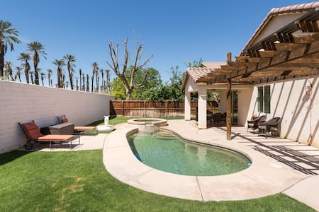 Pool Spa Home Wifi✔️walk To Festivals Sleeps 12