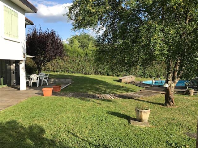 Appartement en rez-de-jardin avec terrasse privée