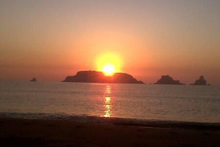 Apto de playa frente a las Is.Medes - L'Estartit - Квартира