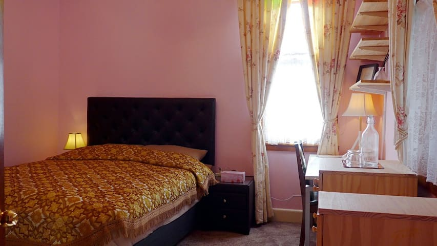 Riverfront luxurious room A01 near by Bay reserve