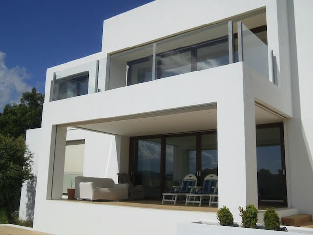 Modern villa with swimming pool. - Valdemorillo - Villa