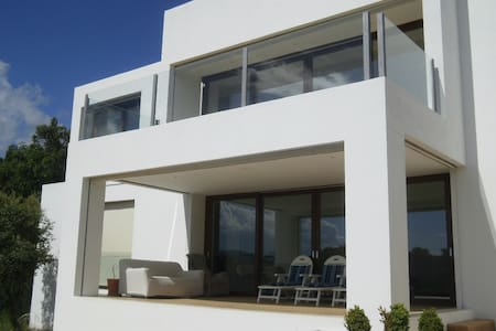 Modern villa with swimming pool. - Valdemorillo - 別荘