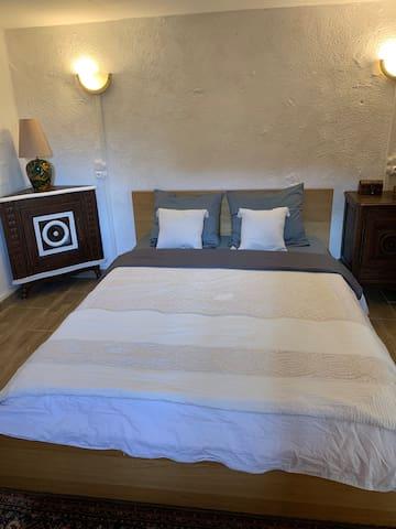 Chambre spacieuse et meublé à louer