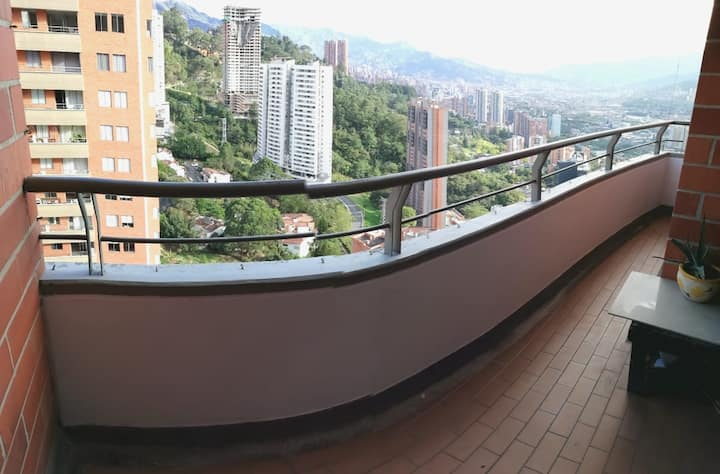 Magical view and Amazing room in Poblado.