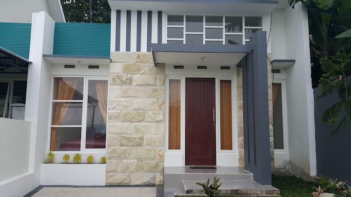 Ken's Villa 8 Tempat Sewa Villa Murah DiKota Batu