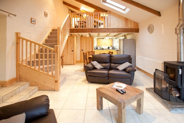 Luxury 1 Bedroom Cottage with Private Hot Tub - Trispen - Maison