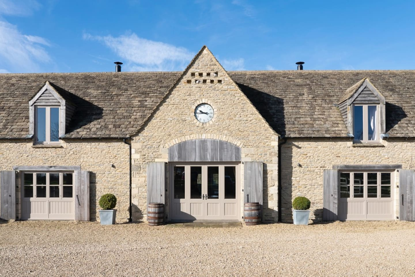 Poulton Hill Estate & Vineyard - offering luxury B & B, with the owners living next door.  3 bedrooms within the wing and huge open plan living/dining area across the ground floor for guests exclusive use.  Perfect for groups of friends.
