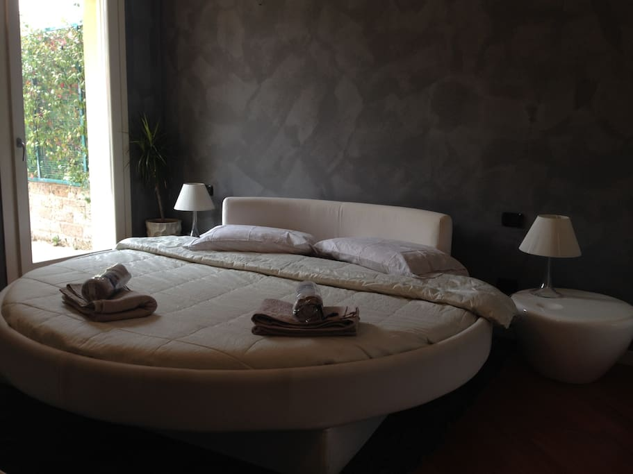 1 master bedroom round bed