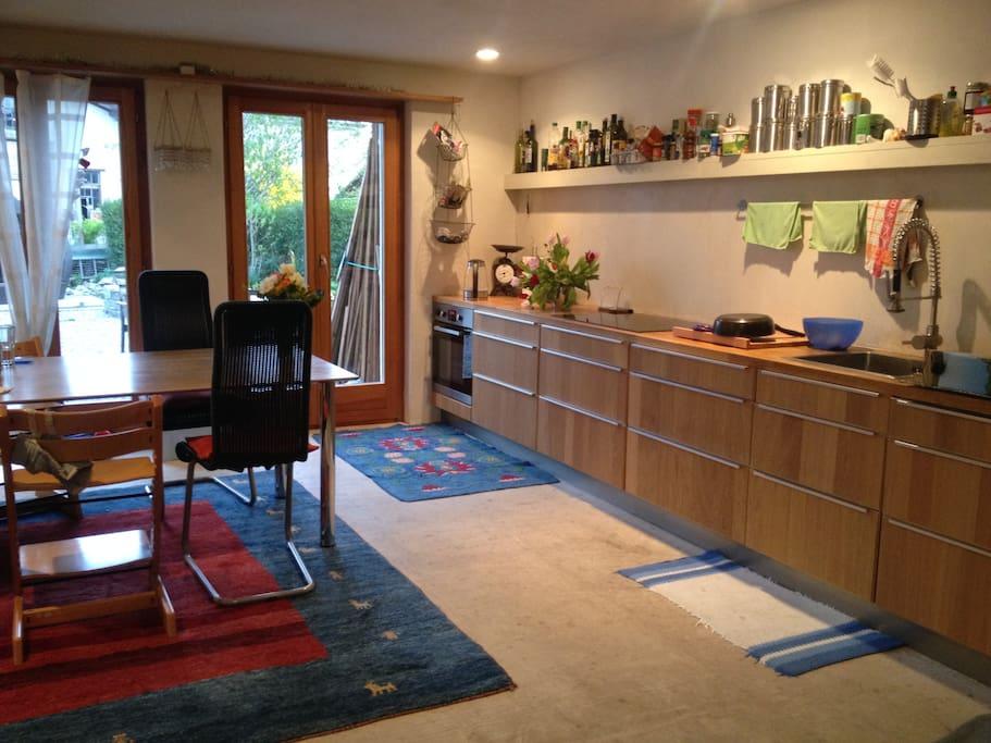 Wohnküche voll eingerichtet... mit Ausgang zum Aussensitzplatz