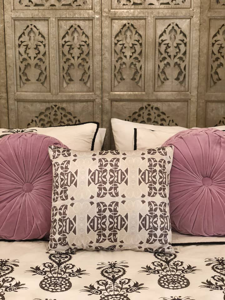 Elegant Zara Room in Pretty Private Marrakech Riad