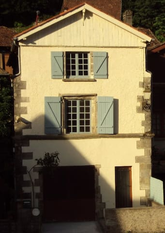 Fleurie, Riverside House - Apartments for Rent in Beaulieu-sur ...