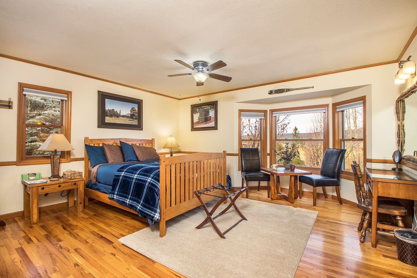Whether you visit for work or play, you'll enjoy relaxing in our master suite with mountain views. You'll likely hear elk, deer or coyote in the evenings or early morning. Breathtaking views of the stars will encourage you to sit outside and gaze.